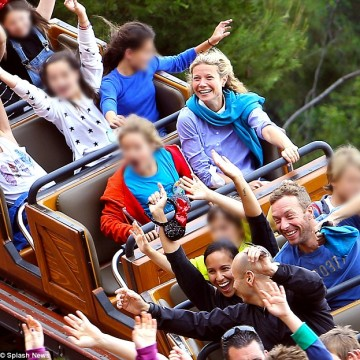 2890273F00000578-3077252-Family_fun_day_Gwyneth_Paltrow_and_Chris_Martin_rode_the_rollerc-a-16_1431370541341