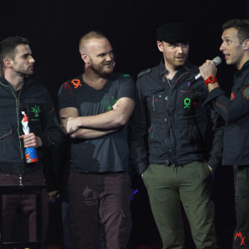 Chris+Martin+Jonny+Buckland+BRIT+Awards+2012+AwCfKls8Mkqx