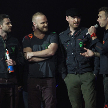 Chris+Martin+Jonny+Buckland+BRIT+Awards+2012+_xzKx6mDaHyx