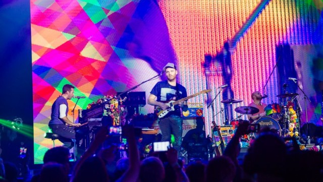coldplay-jingle-bell-ball-2015-live-9-1449343447-view-0
